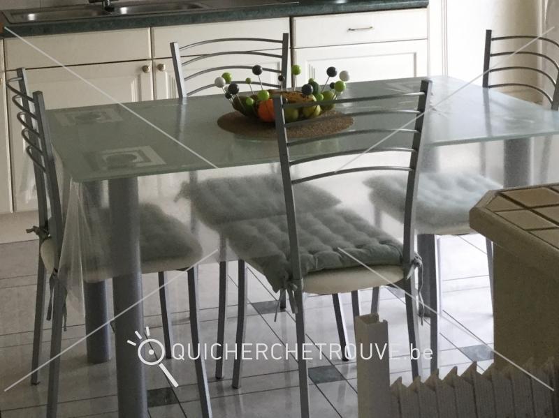 a vendre belle table de cuisine en verre 1 40m x 0 80m avec petites annonces maison. Black Bedroom Furniture Sets. Home Design Ideas